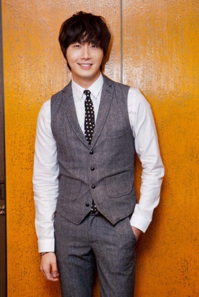 2012 10 23 Jung II-woo travels to Taiwan. China News 360 Interview Photos 00009