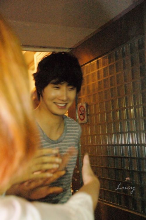 2012 10 23 Jung II-woo travels to Taiwan. Hanging out!00007