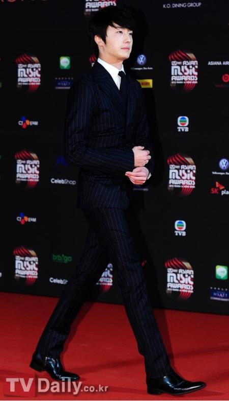 2012 11 30 Jung II-woo at the MAMA Awards 00002