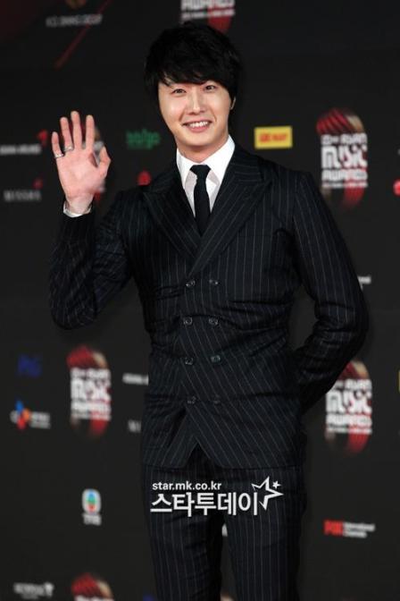 2012 11 30 Jung II-woo at the MAMA Awards 00004