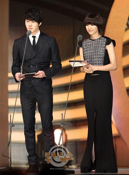 2012 11 30 Jung II-woo at the MAMA Awards 00008