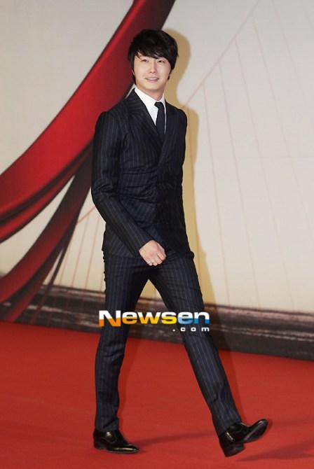 2012 11 30 Jung II-woo at the MAMA Awards 00011