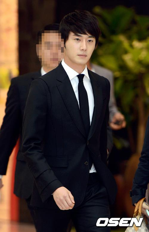 2012 5 Jung II-woo in Philip's Event for winning best skin among male college students 00003