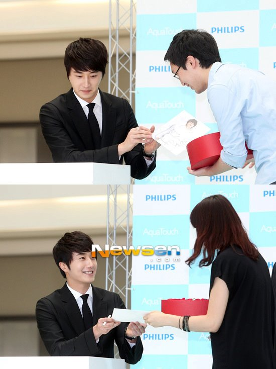 2012 5 Jung II-woo in Philip's Event for winning best skin among male college students 00009