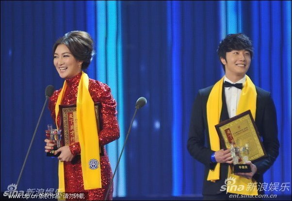 2012 7 3 Jung II-woo receives the Grand Prize for an Asian young Male in China.00006