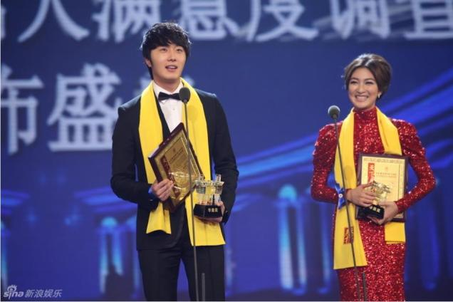 2012 7 3 Jung II-woo receives the Grand Prize for an Asian young Male in China.00013