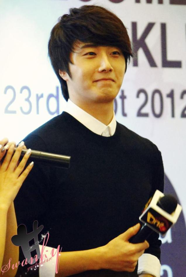 2012 9 23 Jung II-woo in Holika Holika's Fan Meet in Malaysia 00024