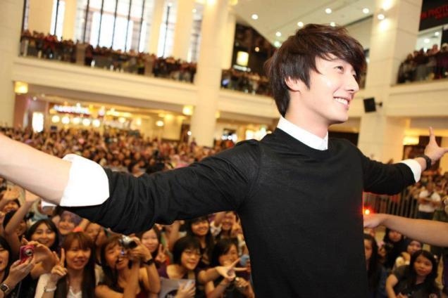 2012 9 23 Jung II-woo in Holika Holika's Fan Meet in Malaysia 00027