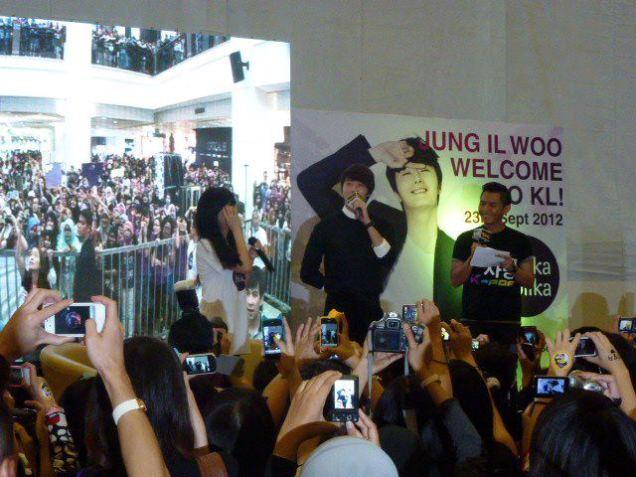 2012 9 23 Jung II-woo in Holika Holika's Fan Meet in Malaysia 00038