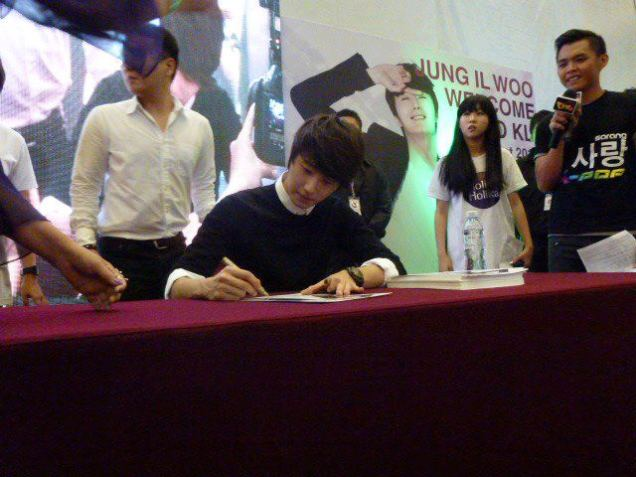 2012 9 23 Jung II-woo in Holika Holika's Fan Meet in Malaysia 00063