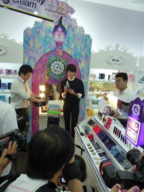 2012 9 23 Jung II-woo in Holika Holika's Fan Meet in Malaysia 00090