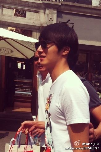 JUNG IL WOO Shopping in Shanghai 6-201200003