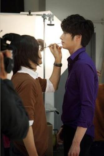 2012 5 Jung II-woo for Holika Holika BTS Xtra.jpg