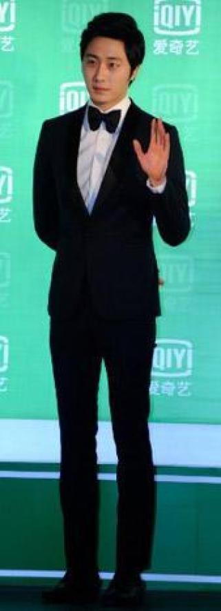 2013 1 4 Jung II-woo wins IQIYI Award from China 00002