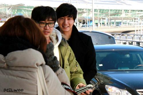 2013 1 4 Jung II-woo wins IQIYI Award from China. Airport Arrival 00001