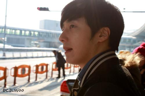 2013 1 4 Jung II-woo wins IQIYI Award from China. Airport Departure. 00007