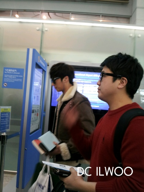 2013 2 22 Jung II-woo in Holika Holika Event in Myanmar (Airport Departing Seoul) 00001