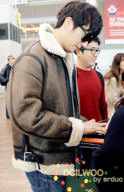 2013 2 22 Jung II-woo in Holika Holika Event in Myanmar (Airport Departing Seoul) 00002