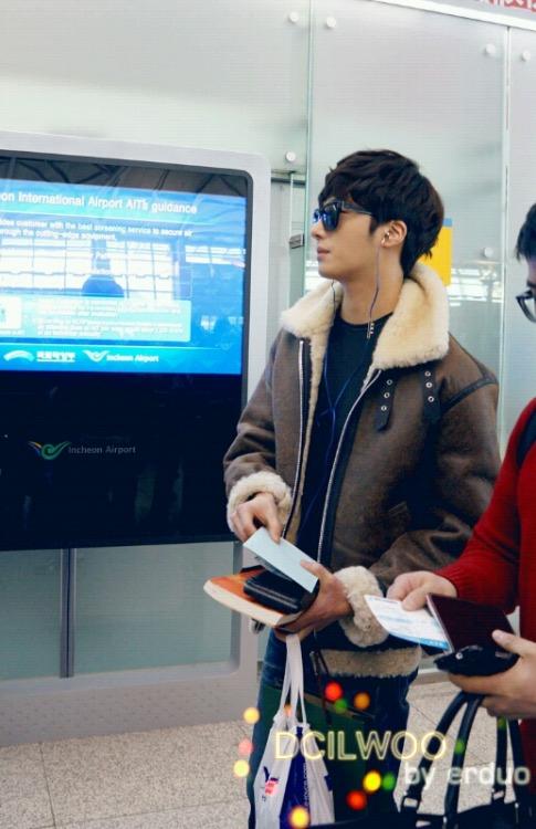 2013 2 22 Jung II-woo in Holika Holika Event in Myanmar (Airport Departing Seoul) 00010