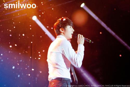 Jung II-woo at Taiwan's Fan Meeting 2012 12 8 Singing 00009