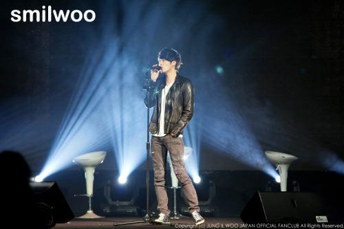 Jung II-woo at Taiwan's Fan Meeting 2012 12 8 Singing 00018