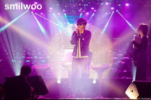 Jung II-woo at Taiwan's Fan Meeting 2012 12 8 Singing 00021