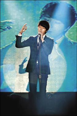 Jung II-woo at Taiwan's Fan Meeting 2012 12 8 Taken by Fans00012