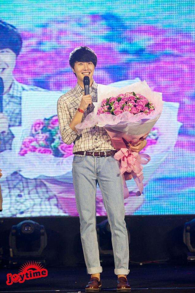 Jung II-woo at Taiwan's Fan Meeting 2012 12 8 With Fans00002
