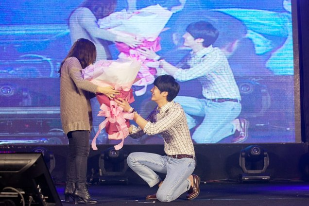 Jung II-woo at Taiwan's Fan Meeting 2012 12 8 With Fans00003