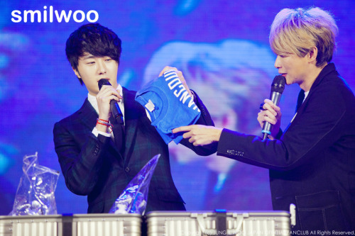 Jung II-woo at Taiwan's Fan Meeting 2012 12 8 With Host00014