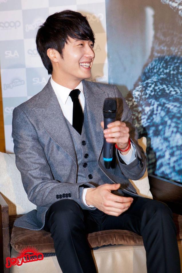 Jung II-woo at Taiwan's Press Conference 12 7 201200054