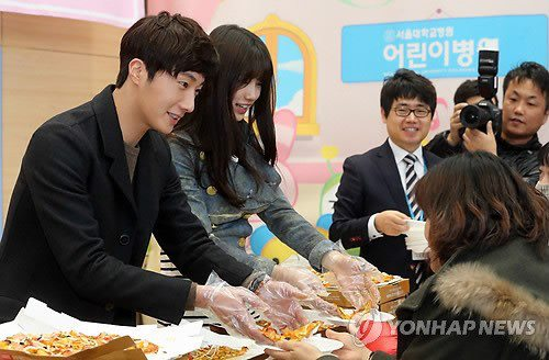 Jung II-woo participates in Domino's Hope Sharing Pizza Party.00008