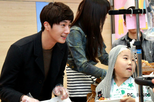 Jung II-woo participates in Domino's Hope Sharing Pizza Party.00018