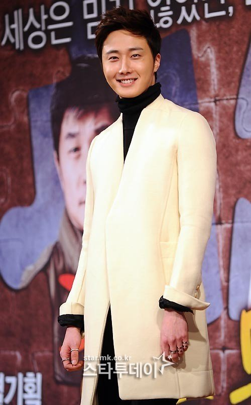 2013 10 31 Jung II-woo in the Golden Rainbow Press Conference 00001