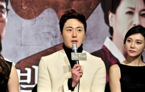 2013 10 31 Jung II-woo in the Golden Rainbow Press Conference 00053