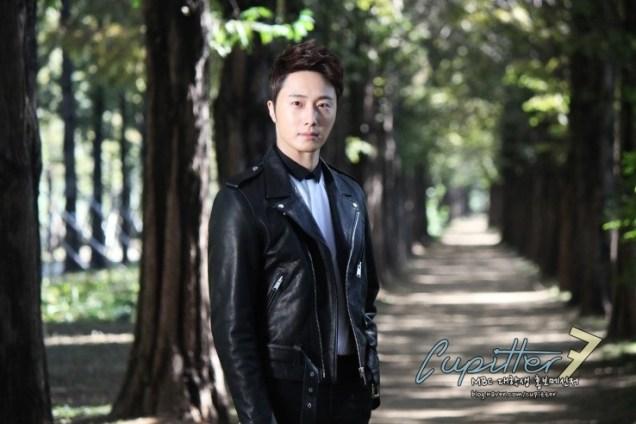 2013 10 Jung II-woo Golden Rainbow Poster Shoot Behind the Scenes Cr. MBC, Cupitter00004