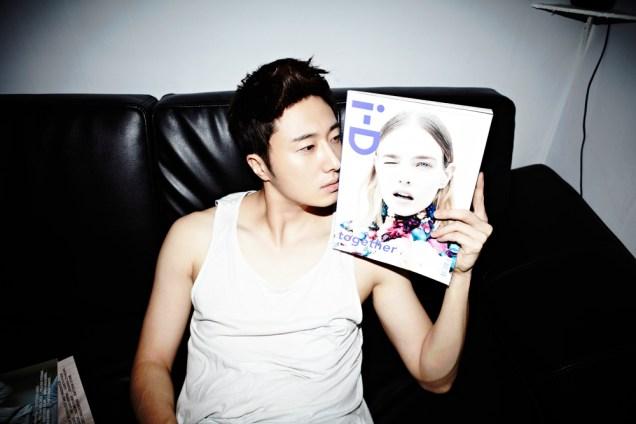 2013 10 Jung II-woo Rainbow Photo Shoot Part 4 Take a Rest00002