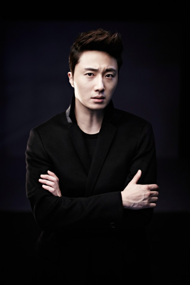 2013 10 Jung II-woo Rainbow Photo Shoot, Part 8 Black Jacket. Cr. Kwon Yoon-sung 00003
