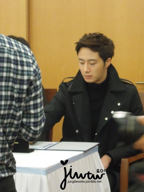 2013 11 7 Jung II-woo donates money for Hanyang University 13
