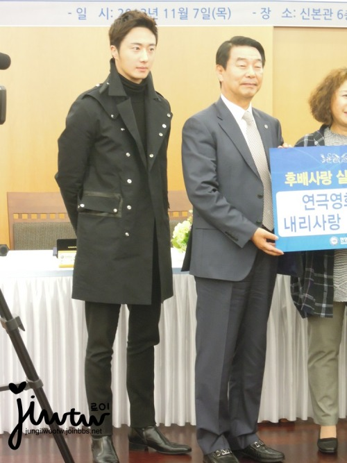 2013 11 7 Jung II-woo donates money for Hanyang University 14