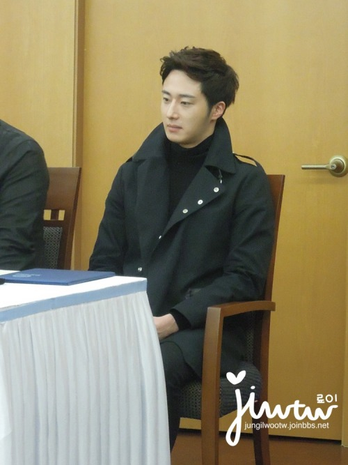 2013 11 7 Jung II-woo donates money for Hanyang University 15