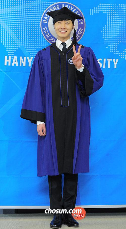 Jung II-woo's Graduation Hanyang University 2014 2 20 27
