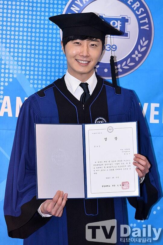 Jung II-woo's Graduation Hanyang University 2014 2 20 33