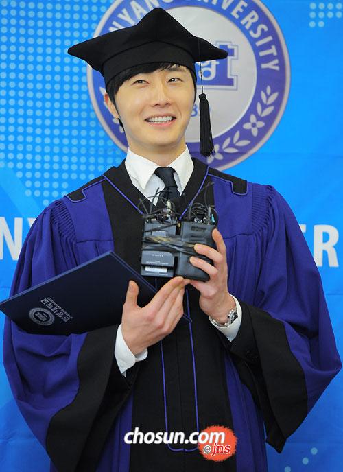 Jung II-woo's Graduation Hanyang University 2014 2 20 35