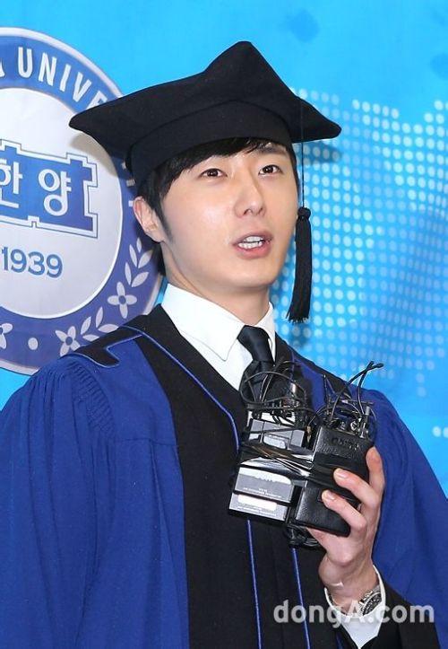Jung II-woo's Graduation Hanyang University 2014 2 20 36