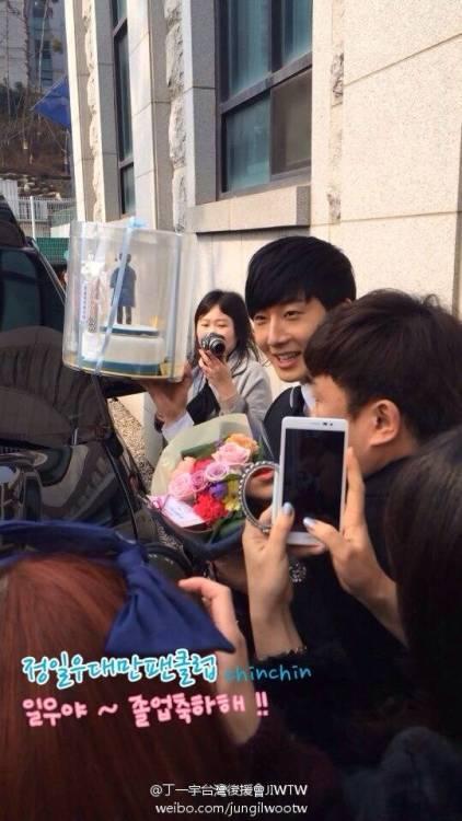 Jung II-woo's Graduation Hanyang University 2014 2 20 Fan Taken (Leaving the ceremony)1