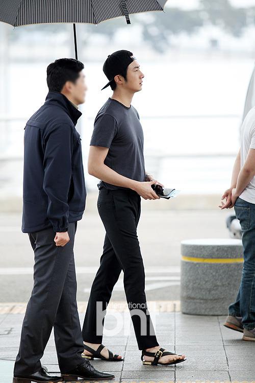 2014 5 27 Jung II-woo in Greet and Meet Holika Holika Greet and Meet Airport Arrival 18