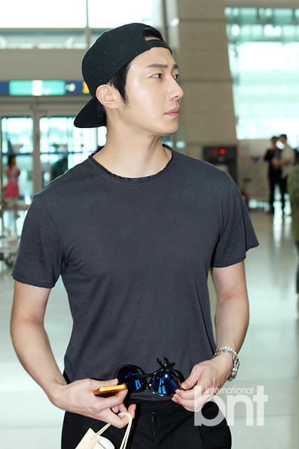 2014 5 27 Jung II-woo in Greet and Meet Holika Holika Greet and Meet Airport Arrival 19