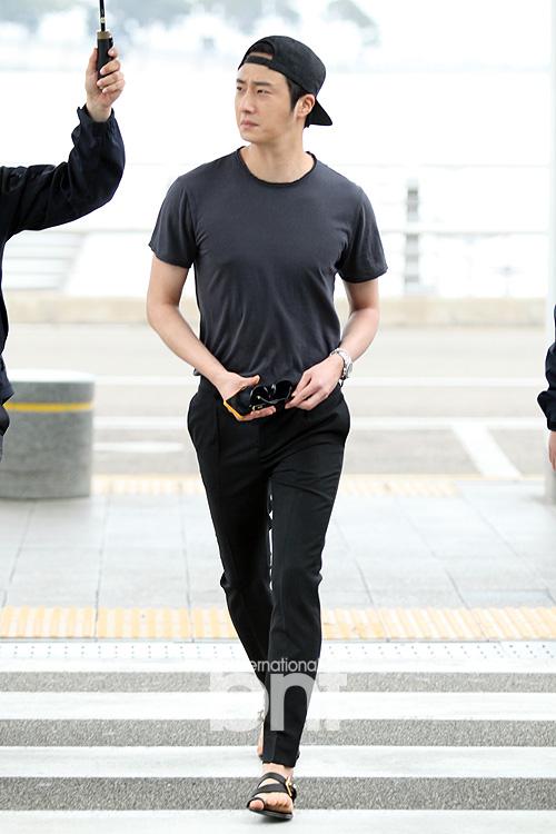 2014 5 27 Jung II-woo in Greet and Meet Holika Holika Greet and Meet Airport Arrival 3