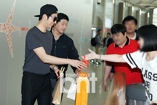 2014 5 27 Jung II-woo in Greet and Meet Holika Holika Greet and Meet Airport Arrival 8